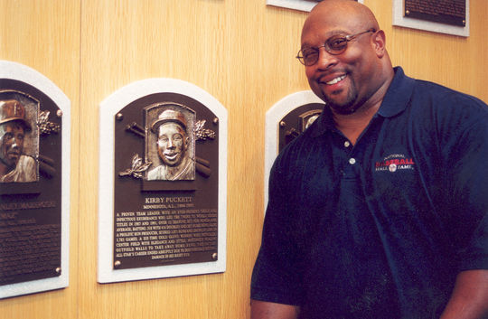 Kirby Puckett poses with his Hall of Fame plaque on Aug. 6, 2001, the day after he was inducted into the Hall of Fame. (Milo Stewart Jr./National Baseball Hall of Fame and Museum)