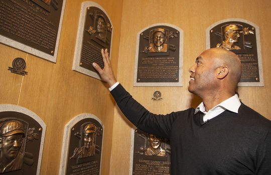 Mariano Rivera takes a moment to appreciate Roberto Clemente's plaque in the Plaque Gallery during his Orientation Visit. (Milo Stewart Jr./National Baseball Hall of Fame and Museum)