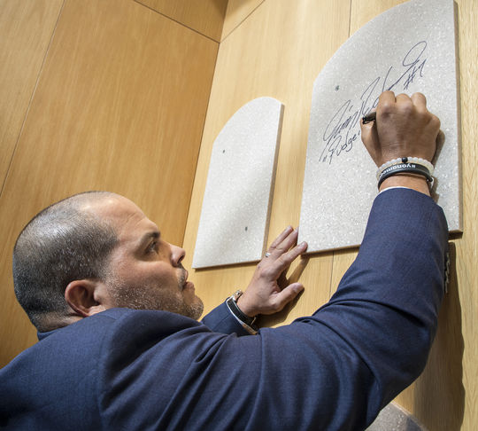 Iván Rodríguez signs the backer which will hold his plaque in the Museum's Plaque Gallery. Rodríguez will be inducted into the Hall of Fame and receive his plaque on July 30 in Cooperstown. (Milo Stewart Jr. / National Baseball Hall of Fame)