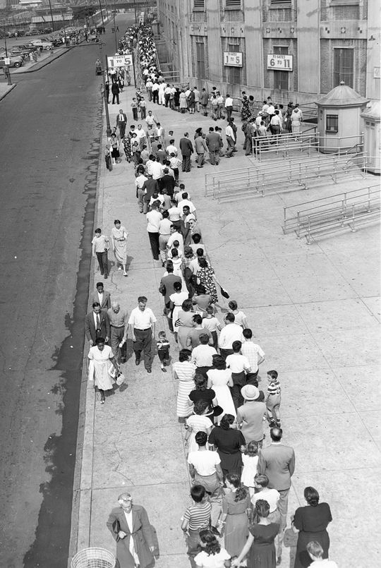 Thousands of fans lined up at Yankee Stadium to pay tribute to Babe Ruth following his death on Aug. 16, 1948. (National Baseball Hall of Fame and Museum)