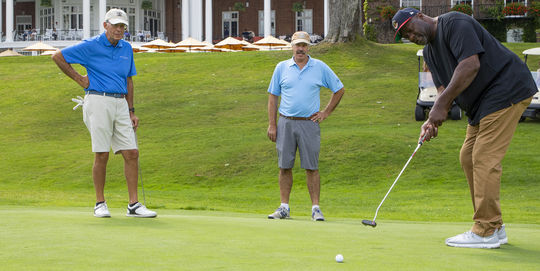 Lee Smith putts on the 18th green at the Pathfinder Village-Baseball Hall of Fame Invitational on Sept. 3 at the Leatherstocking Golf Course in Cooperstown. (Milo Stewart Jr./National Baseball Hall of Fame and Museum)