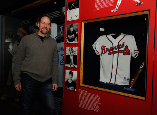 John Smoltz visits a Museum exhibit dedicated to the 1990s Braves, including a jersey worn by 1991 National League MVP Terry Pendleton. (Milo Stewart, Jr. / National Baseball Hall of Fame)