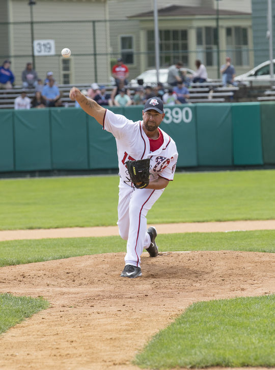 Former big leaguer Tim Redding pitches for Team Knucksies at the 2017 Hall of Fame Classic. (Milo Stewart Jr. / National Baseball Hall of Fame and Museum)