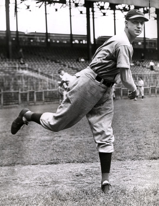 A posed shot of Walters in 1939, his second season with the Reds. BL-3865.68WTv (National Baseball Hall of Fame Library)
