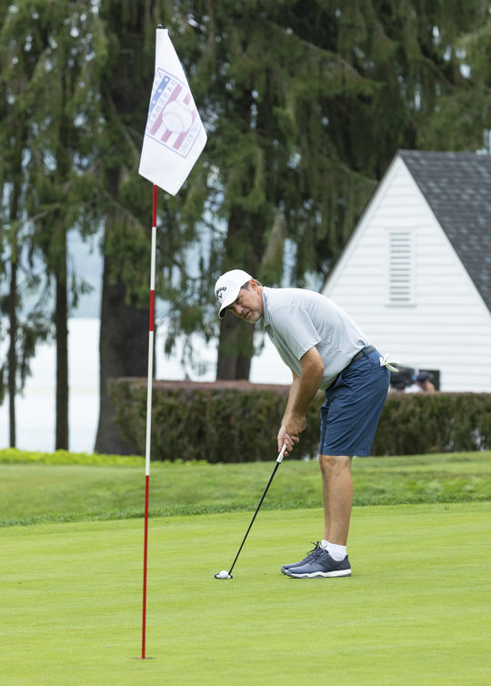 Class of 2019 member Mike Mussina putts on the No. 5 green during the 2019 Hall of Fame Weekend Golf Tournament. (Milo Stewart Jr./National Baseball Hall of Fame and Museum)