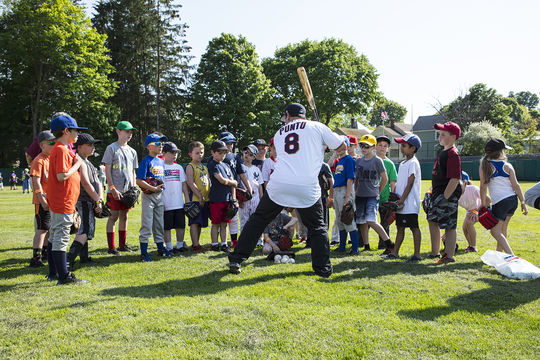 Former big league infield Nick Punto gives his audience some pointers on hitting during the 2018 Cooperstown Classic Clinic. (Milo Stewart Jr./National Baseball Hall of Fame and Museum)