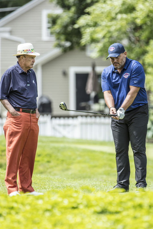 Chi-Chi Rodríguez takes a look at Hall of Famer Iván Rodríguez's golf swing during the 2017 Hall of Fame Golf Tournament at Leatherstocking Golf Course. (Milo Stewart Jr. / National Baseball Hall of Fame and Museum)