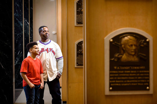 Father and son viewing plaques in the gallery. (Mitch Wojnarowicz/National Baseball Hall of Fame and Museum)