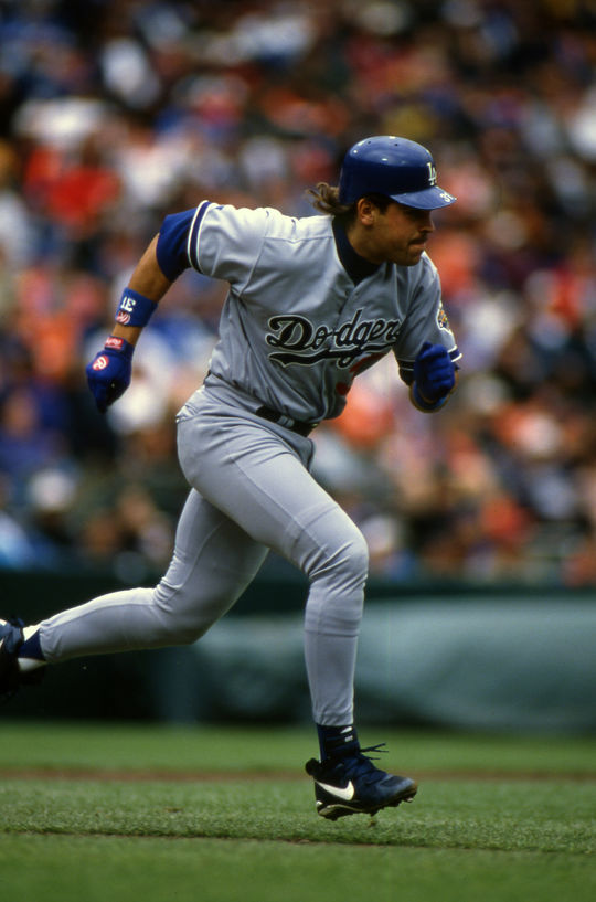 Dodgers catcher Mike Piazza was one of three future Hall of Famers on hand when baseball returned from a labor dispute on April 25, 1995. (Brad Mangin/National Baseball Hall of Fame and Museum)