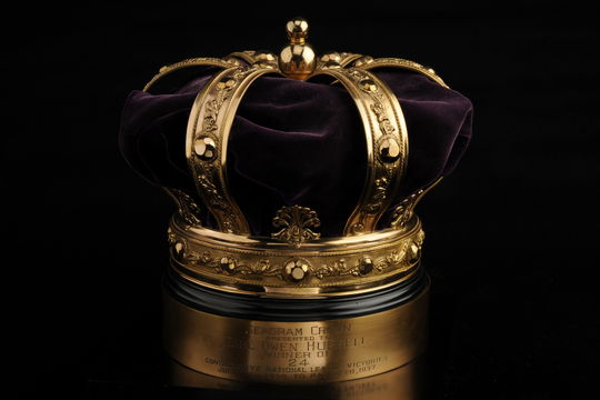"""Seagram crown given to """"King Carl"""" Hubbell, honoring his 24 consecutive victories spanning the 1936 and 1937 seasons - B-331-56 (Milo Stewart Jr./National Baseball Hall of Fame Library)"""