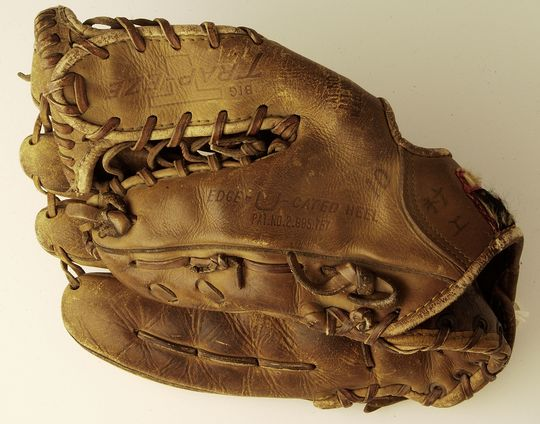 Glove used by Masanori Murakami when he played with the San Francisco Giants in 1964 and 1965 - B-3-98 (Milo Stewart Jr./National Baseball Hall of Fame Library)