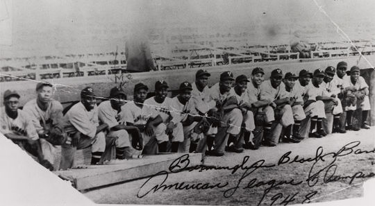Willie Mays began going on barnstorming tours at age 15, with the Birmingham Black Barons. He's pictured above, to the far right. (National Baseball Hall of Fame and Museum)