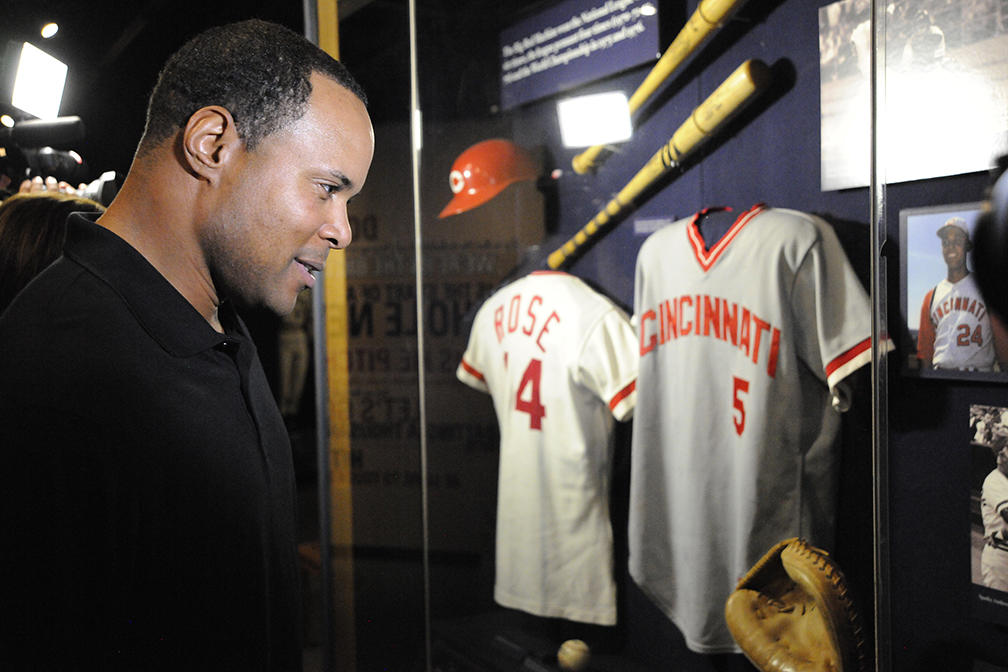 Barry Larkin Visits the Baseball Hall of Fame